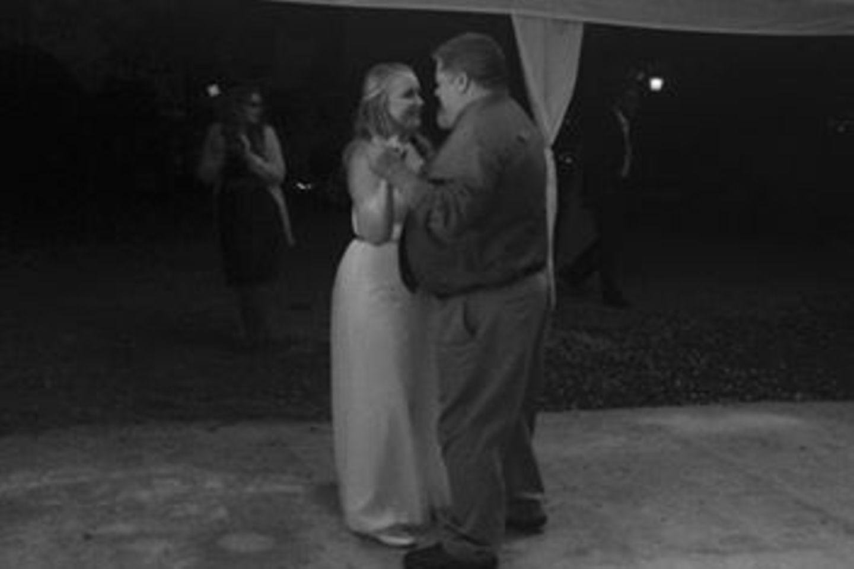 Brautvater tanzt mit seiner Tochter