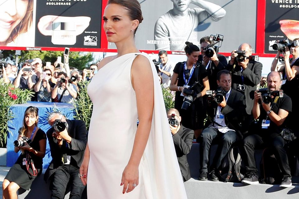 Natalie Portman zeigt ihren Babybauch