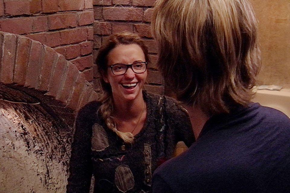 Robin Bade (re.) bringt Cathy Lugner zum Lachen