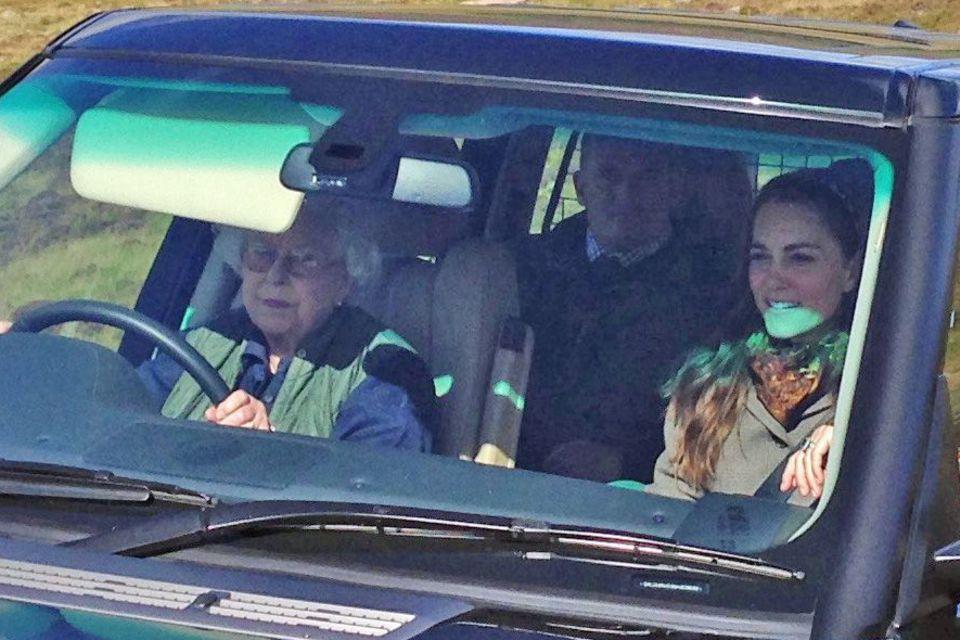 Queen Elizabeth II. fährt mit Herzogin Catherine zum Picknick