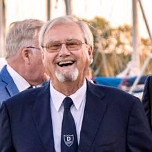 Prinz Henrik lacht bei einem Segler-Event im August 2016