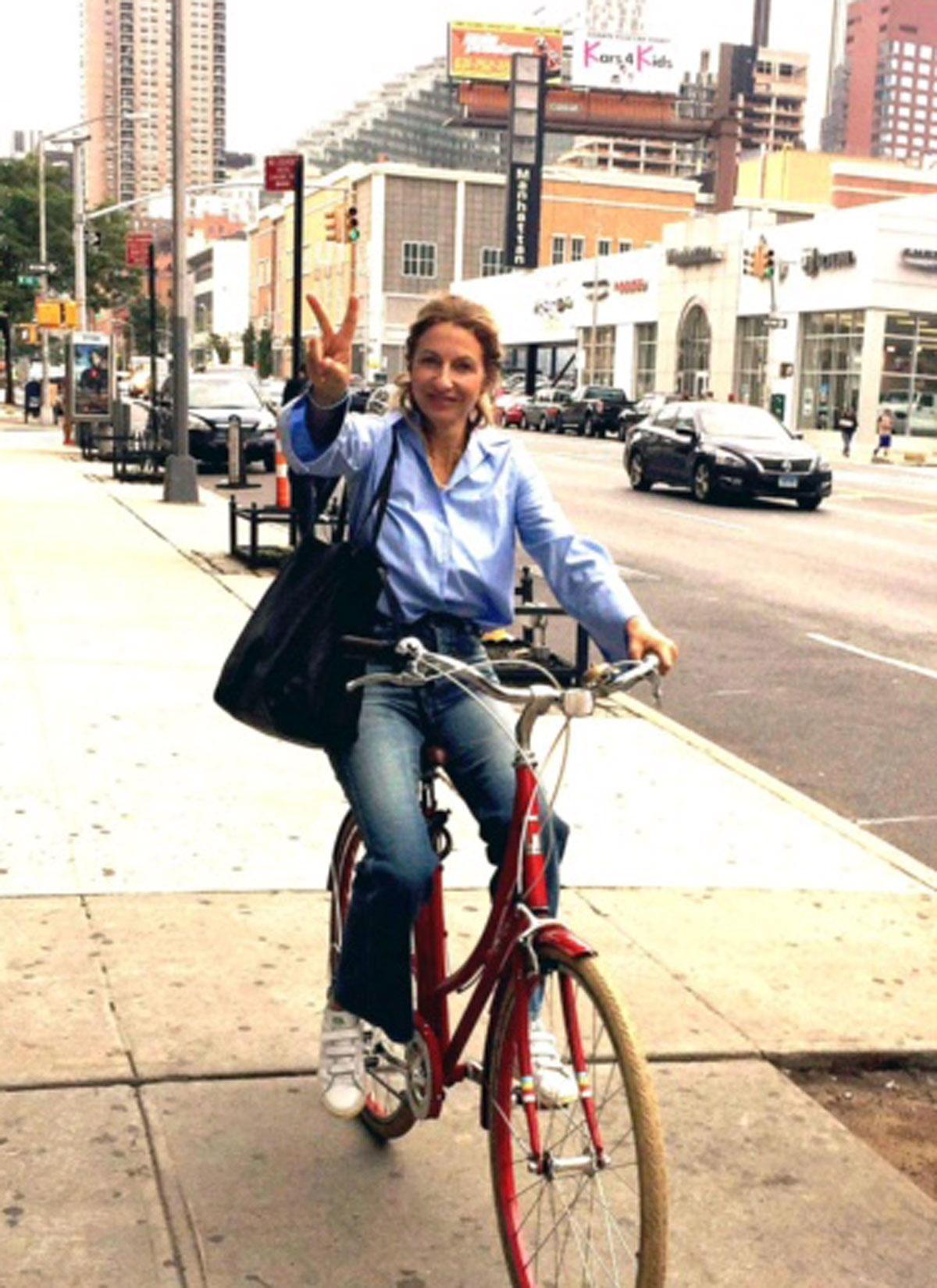 Für die Fashion-Messe in New York auf dem Bike unterwegs: GALA-Kolumnistin So Sue.