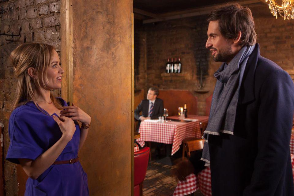 Hannah (Friederike Kempter) und Edgar (Tom Beck) verabreden sich.