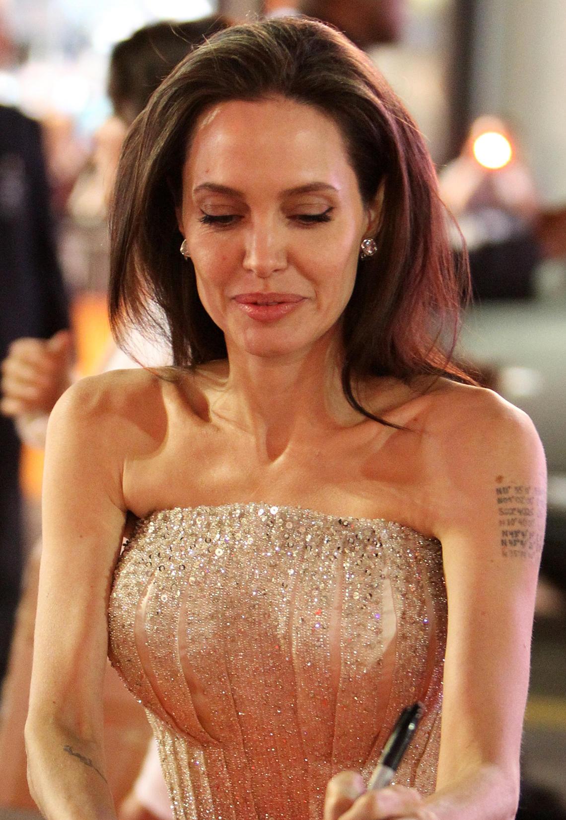 Angelina Jolie + Brad Pitt : Von diesen Liebes-Tattoos ...