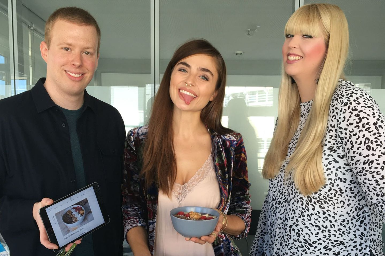 It-Bloggerin Sofia (Mitte) mit Steffen + Nane von GALA