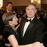 Horst Köhler eröffnet den Ball mit Ursula Gössling, der Ehefrau des Vorsitzenden der Bundespressekonferenz