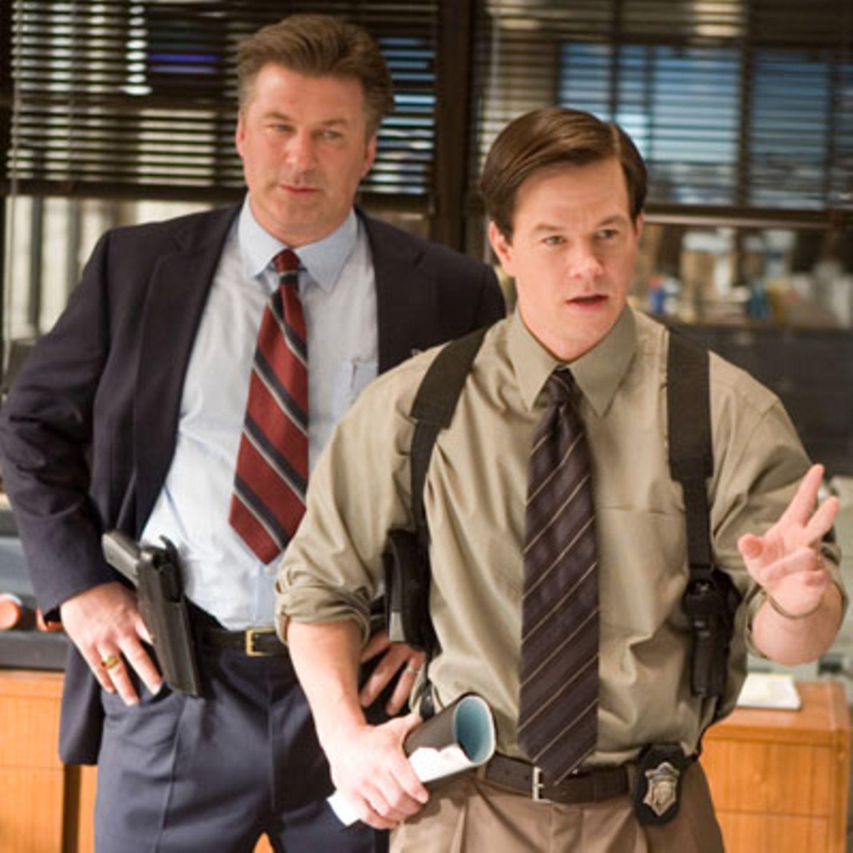 Szenenbild aus Departed - Unter Feinden, Alec Baldwin und Matt Damon