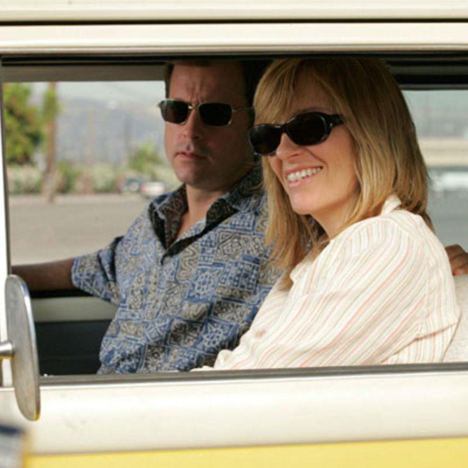 """Szenenbild aus """"Little Miss Sunshine"""", Greg Kinnear und Toni Collette"""