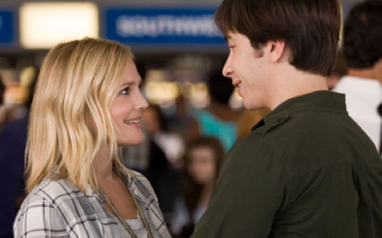 """Abschied am Flughafen: Drew Barrymore und Justin Long in """"Verrückt nach dir""""."""