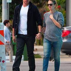 14. April 2012: Händchenhaltend spazieren Will Kopelman und Drew Barrymore durch Hollywood.