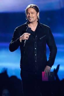 """2013  Bei den diesjährigen """"MTV Movie Awards"""" in Culver City, Kalifornien präsentiert Brad Pitt den Preis für den besten Film."""