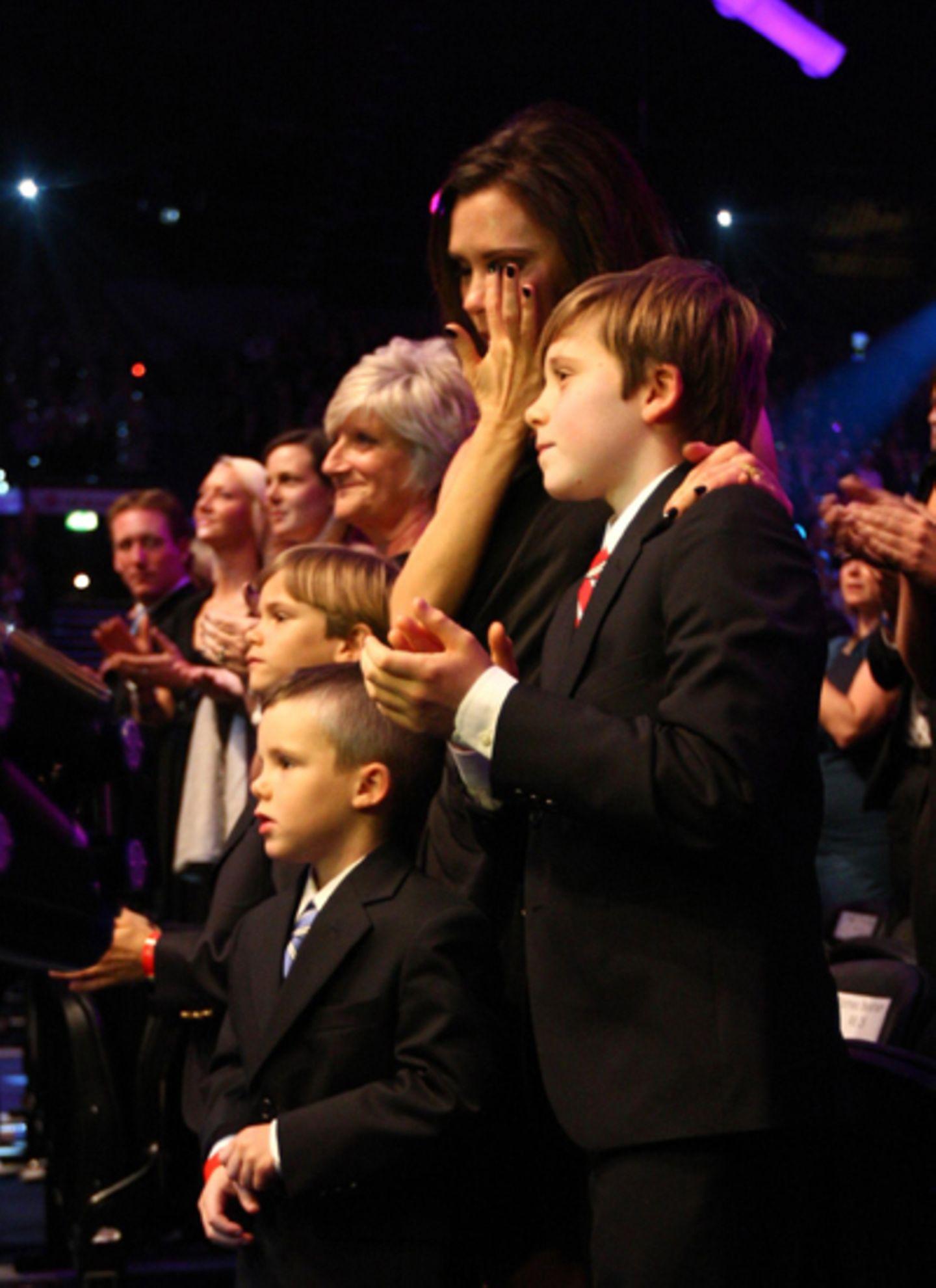 """2010: die sonst so unterkühlte Victoria lässt ihren Tränen freien lauf als ihr Gatte David Beckham bei den """"BBC's Sports Persona"""