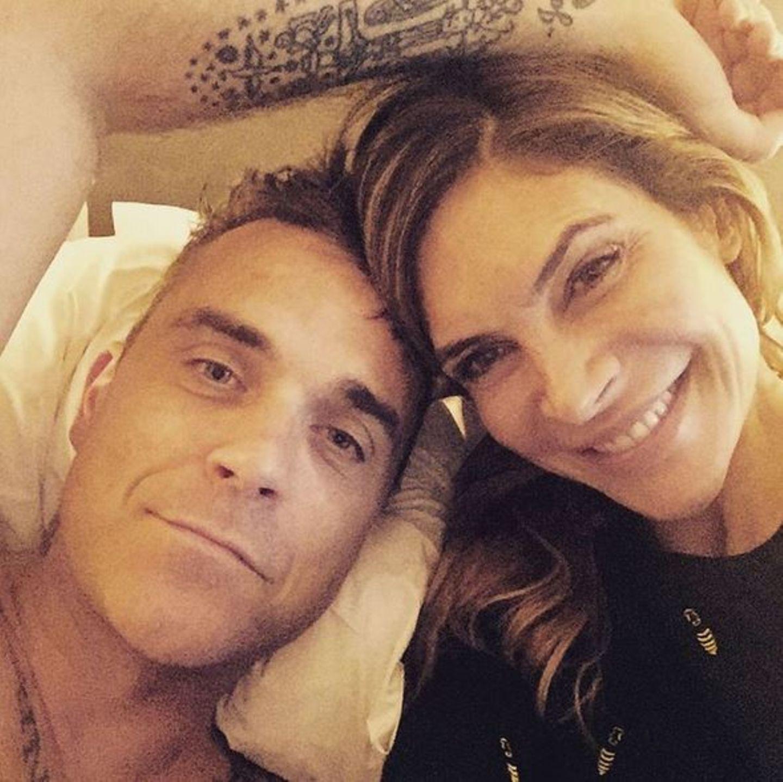 Robbie Williams + Ayda Field: Juni 2016 Ayda Field ist jetzt bei Instagram und gibt private Einblicke in das Familienleben mit Robbie Williams und den Kindern.