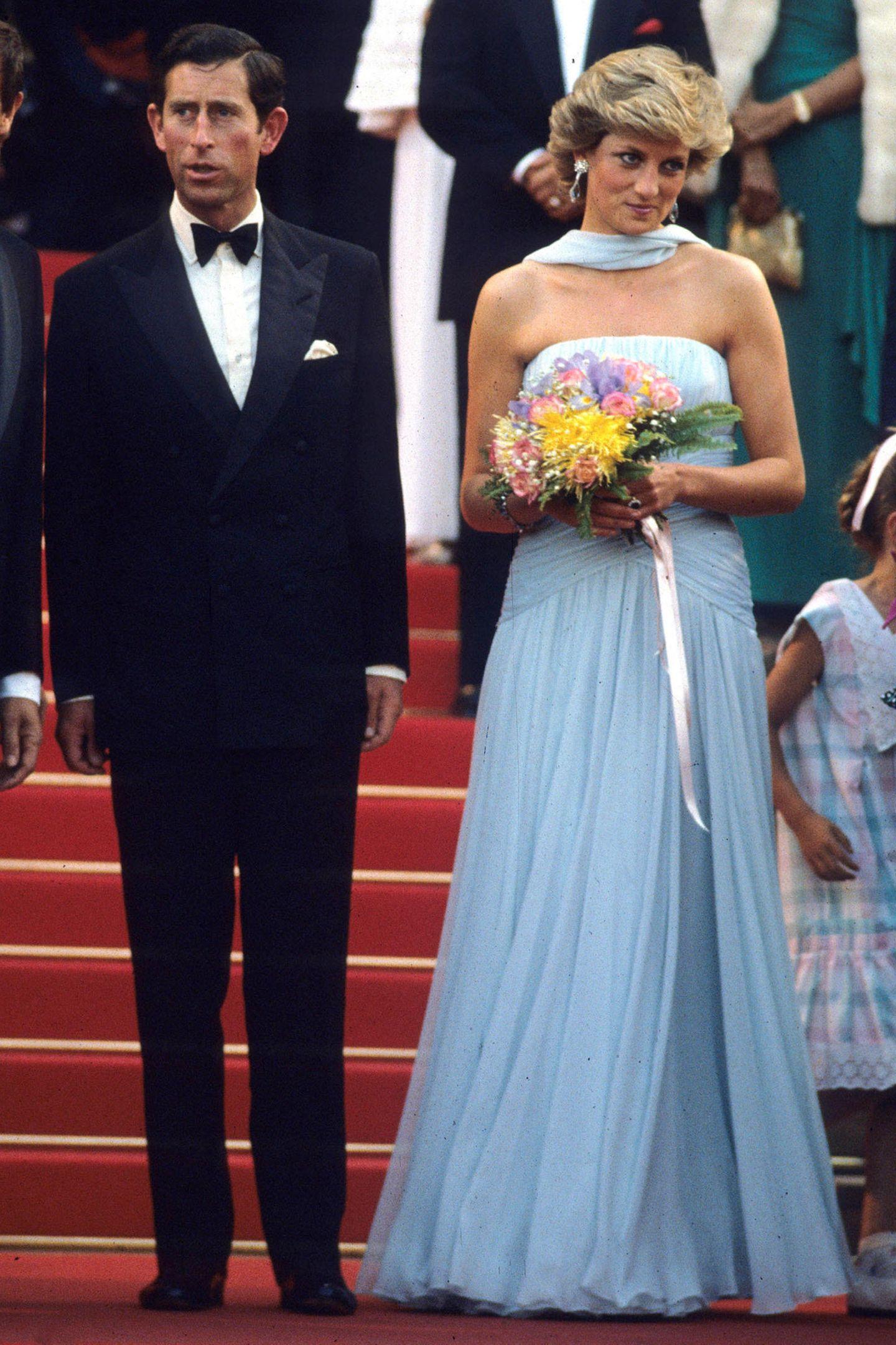 1987   Willkommene Abwechslung: Prinzessin Diana gibt einen Red-Carpet-Auftritt beim Filmfestival in Cannes.
