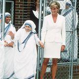 1997  Im Herzen gleich: Mutter Teresa und Prinzessin Diana verstehen sich bei ihrem Besuch bestens.