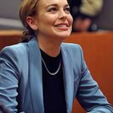 29. März 2012: Glücklich lächelt Lindsay Lohan im Gerichtssaal von Los Angeles: Ihre Bewährungsstrafe ist nach fünf Jahren nun o