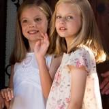 3. August 2015  Prinzessin Sofia und Prinzessin Leonor schauen etwas schüchtern in die Kamera.