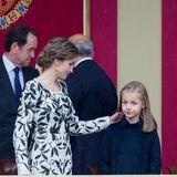 Plötzlich passt sich die Stimmung von Prinzessin Leonor dem Wetter an. Der Spaß im Regen mit Schwester Prinzessin Sofia ist vergessen. Irgendetwas scheint die Tochter von Letizia und Felipe zu bedrücken.
