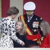 Das merkt auch Mutter Königin Letizia und versucht ihre Tochter zu trösten.