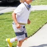 Seine Haare sind wieder blond und auch sein Outfit geht erneut in Richtung Internats-Schüler. Kingston Rossdale erfindet sich eb