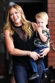 17. Juli 2013: Hilary Duff bummel mit ihrem Sohn Luca in Los Angeles von Geschäft zu Geschäft.