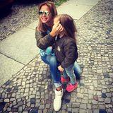 """Kim Debkowski und ihre Tochter Amelia, Februar 2013  Im Alter von 20 Jahren wird Sängerin Kim """"Gloss"""" Debkowski zum ersten Mal Mama. Den Vater ihres Kindes, Rocco Stark, hatte sie im RTL-""""Dschungelcamp"""" kennengelernt."""