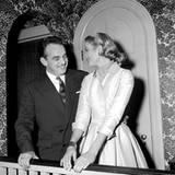 Am 5. Januar 1956 verloben sich Fürst Rainier von Monaco und die wunderschöne Schauspielerin. Einen Tag zuvor trennte sie sich v