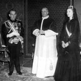 Grace Kelly wird eine besondere Ehre zuteil: Gemeinsam mit ihrem Mann nimmt sie an einer Privataudienz von Papst Paul VI. teil.