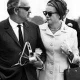 Dieser Schnappschuss zeigt Fürst Rainier und Grace Kelly als ganz normales Ehepaar.
