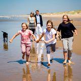 10. Juni 2015  Die niederländische Königsfamilie steht für den jährlichen Sommer-Fototermin am Strand von Wassenaar im Naturschutzgebiet Meijendel vor der Kamera ...