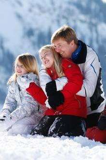 Das letzte Mal als Kronprinzenfamilie zusammen im Schnee: Prinz Willem-Alexander und Prinzessin Máxima mit ihren drei Töchtern. Am 30. April feiern die Niederlande den Thronwechsel von Königin Beatrix auf ihren ältesten Sohn.