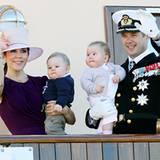 22. August 2011: Prinzessin Mary und Prinzessin Frederik sind im Rahmen ihrer Sommertour mit den Zwillingen Prinz Vincent und Pr