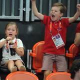 Prinzessin Isabella und Prinz Christian feuern ihre dänische Handballmannschaft an - leider vergebens. Das schwedische Team bezw