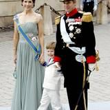 Prinzessin Mary, Prinz Frederik und der kleine Christian, der eines der Blumenkinder sein darf.