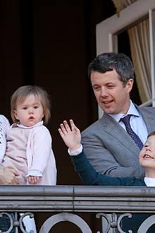 16. April 2012: Am 72. Geburtstag von Königin Margrethe zeigt sich ihr ältester Sohn Prinz Frederik mit Prinzessin Mary und den