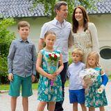 19. Juli 2015  Die dänische Kronprinzenfamilie empfängt die Mitglieder vom lokalen Ringreiterverband auf Schloss Graasten.