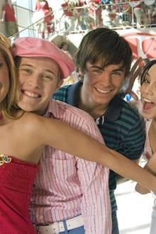 HSM 2: Alle freuen sich auf den Sommer, die Reichen (Ashley Tisdale, Lucas Grabeel) und die Armen (Zac Efron, Vanessa Hudgens)