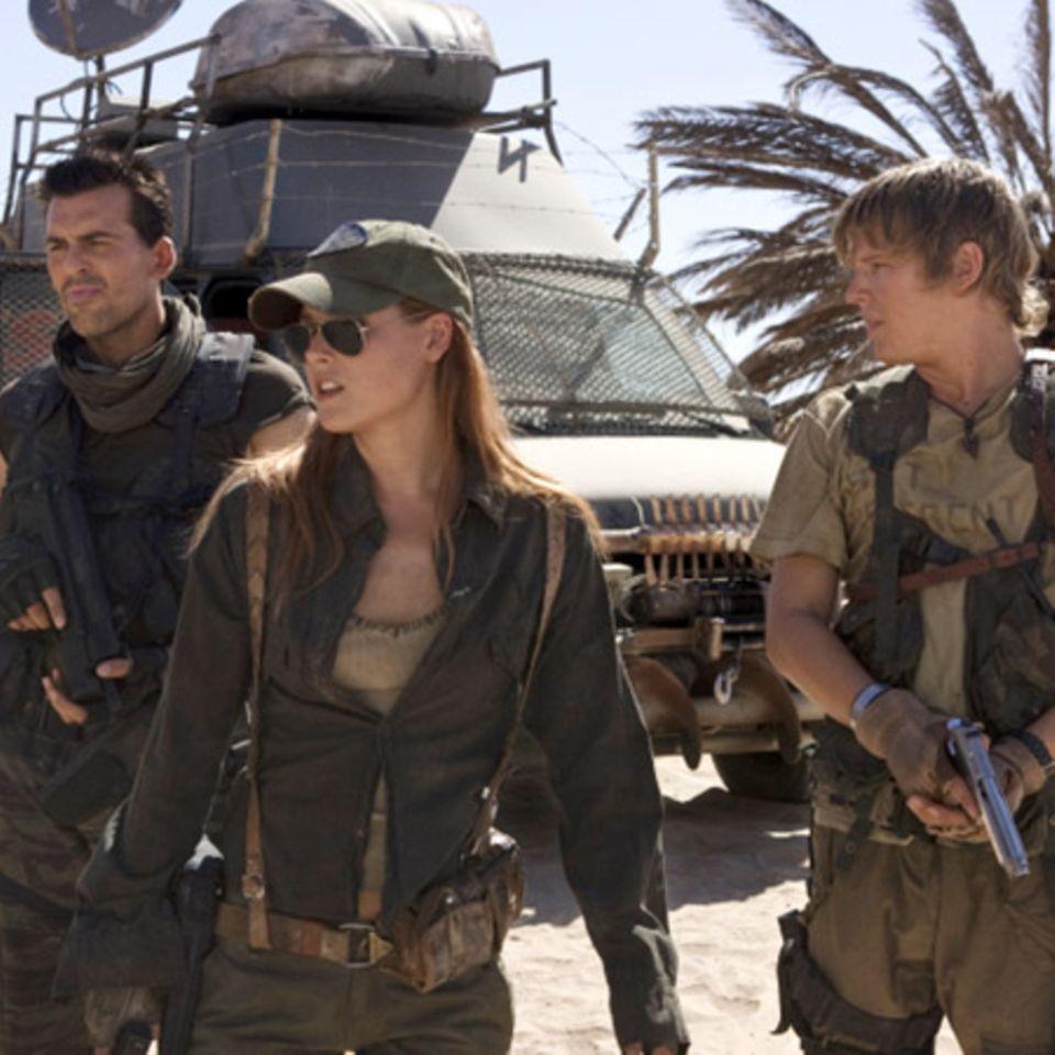 Die Schauspieler Oded Fehr, Ali Larter und Christopher Egan sind Milla Jovovichs Mitstreiter