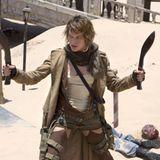 """Auch mit sogenannten """"Kukris"""", nepalesische Messer, weiß Milla Jovovich umzugehen"""