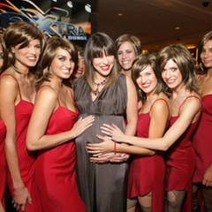 """Die ganzen """"Alice""""/Milla-Klone freuen sich zusammen mit der Schauspielerin auf das Baby. Es soll übrigens im November so weit se"""