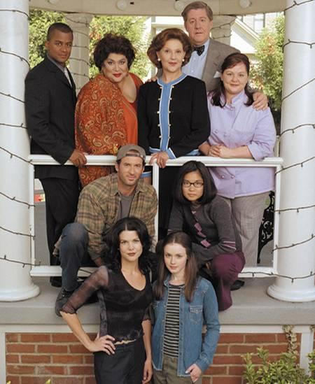 """Die Stars von Starshollow: Michelle, Miss Patty, Emiliy & Richard Gilmore, Sookie, Luke, Lane und natürlich die """"Gilmore Girls"""""""