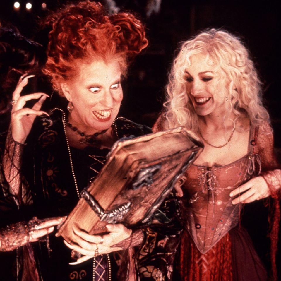 """Kathy Najimy, Bette Midler und Sarah Jessica Parker als Hexen in """"Hocus Pocus""""; 1992"""