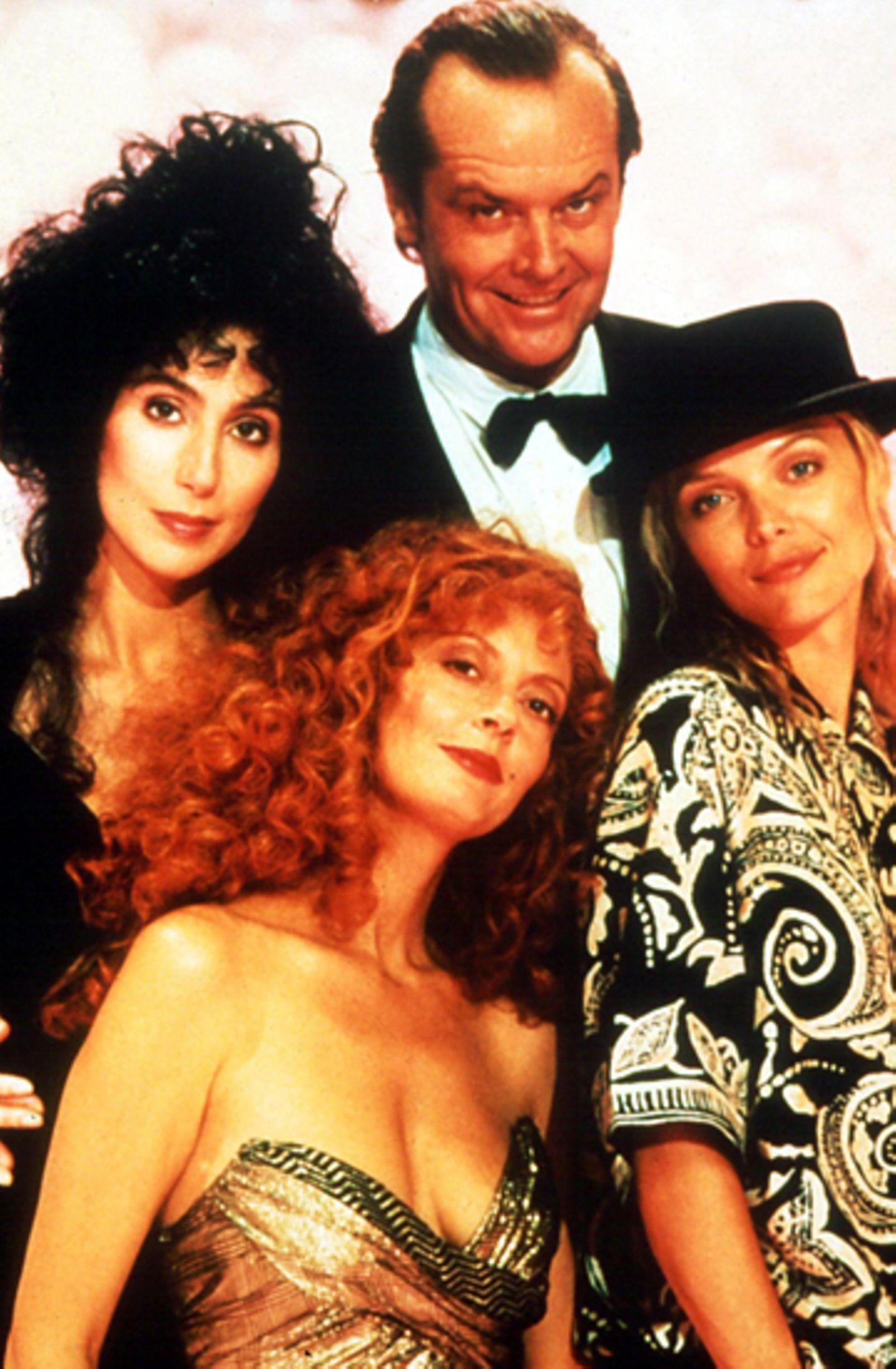 """Cher, Susan Sarandon und Michelle Pfeiffer als """"Die Hexen von Eastwick""""; 1986"""