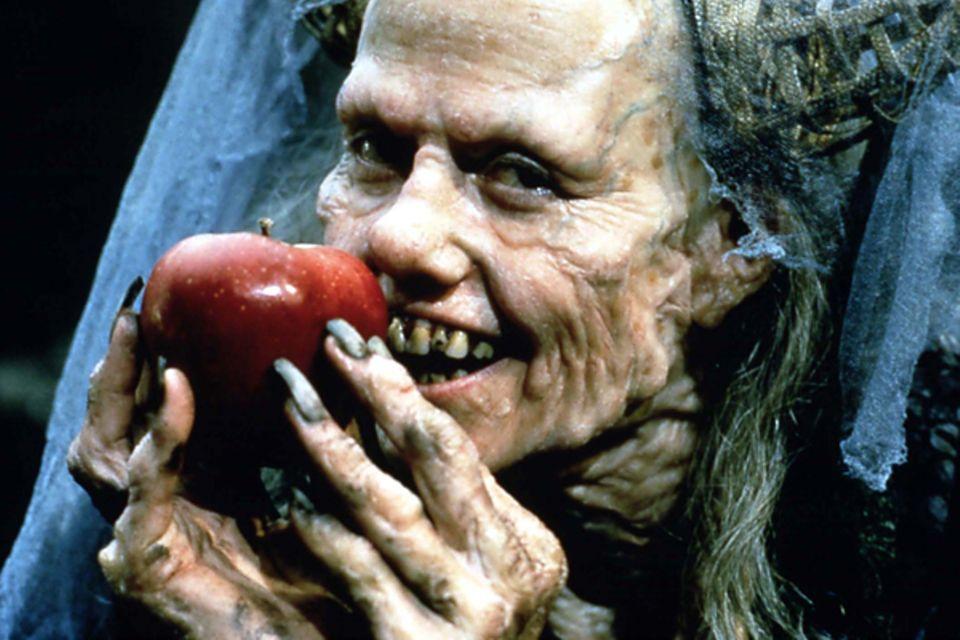 """Sigourney Weaver in """"Schneewittchen""""; 1997"""