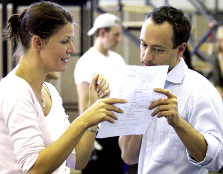 Hauptdarstellerin Kerstin Marie Mäkelburg mit Regisseur und Co-Autor Christian Struppeck während der ersten Proben