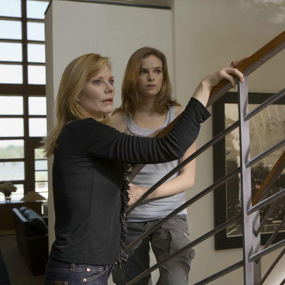 Marg Helgenberger und Danielle Panabaker spielen die ahnungslosen Frauen der Familie Brooks