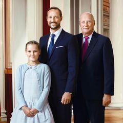 15. Januar 2016  Zu den neuen Bildern zählt auch dieses, dass König Harald mit seinem Thronfolger Haakon und seiner Enkelin Ingrid Alexandra zeigt.