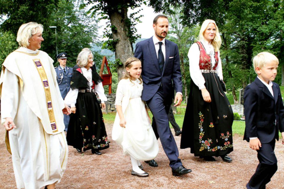 2. September 2012: Der älteste Sohn von Prinzessin Mette-Marit, Marius Borg Høiby, wird im norwegischen Asker konfirmiert. Prinz