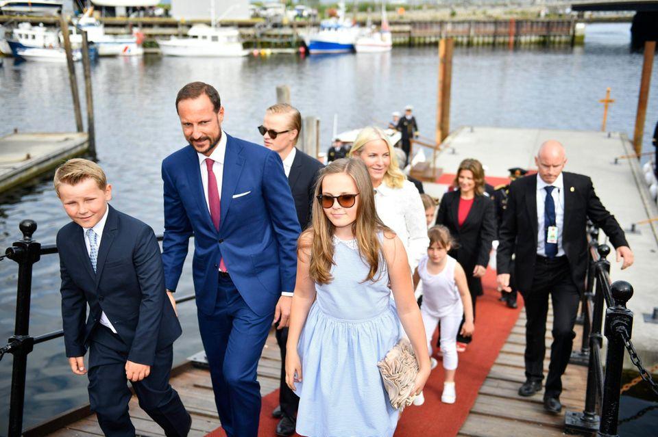 23. Juni 2016  Die norwegische Königsfamilie ist zum 25. Thronjubiläum von König Harald mit dem Königsschiff auf Jubiläumsreise.