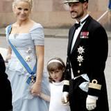 Auch Prinzessin Mette-Marit freut sich mit ihrem Mann Prinz Haakon, dass Töchterchen Ingrid Alexandra ihre Aufgabe als Blumenmäd